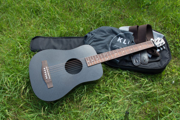 KLŌS 2.0 Carbon Fiber Travel Guitar Bundle on Grass